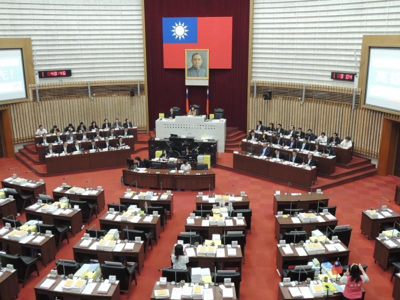 高市跨黨派議員發聯合聲明,抗議韓國瑜逃避質詢。(記者王榮祥翻攝)