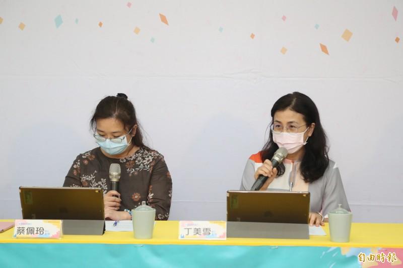 國中老師評論109學年的國中教育會考,認為今年考題難易適中,並重視圖表識讀,考題內容也生活化。(記者吳柏軒攝)