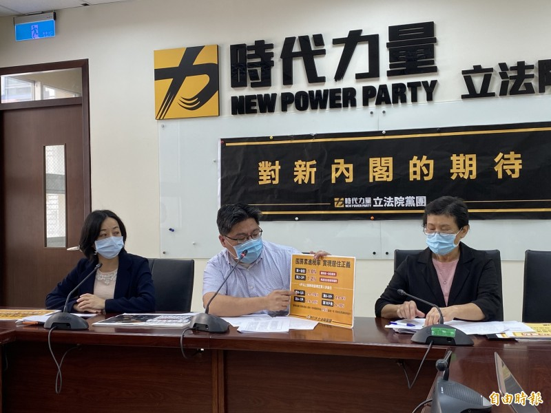 立院時力黨團今召開「對新內閣的期待」記者會,邱顯智表示,時力黨團提出「房屋稅條例修正草案」。(記者吳書緯攝)
