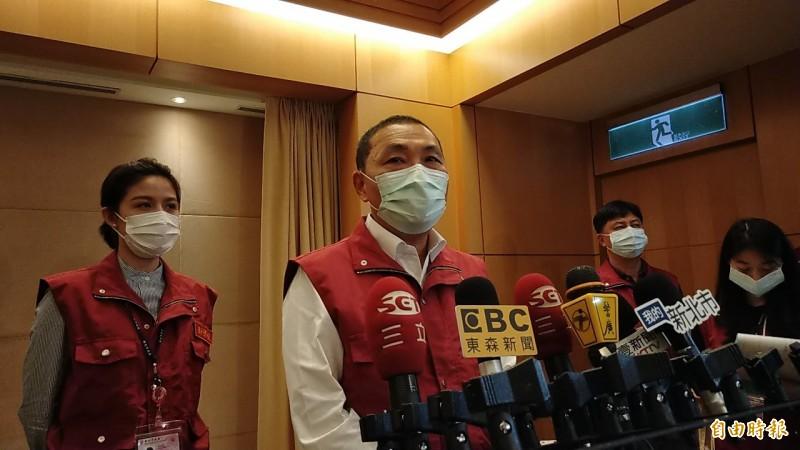 新北市長侯友宜認為,境外管制措施必須隨全球疫情發展評估。(記者賴筱桐攝)