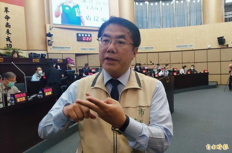黃偉哲表示,面對阿中部長下來台南,市政府可說是全府上下嚴陣以待。(記者蔡文居攝)