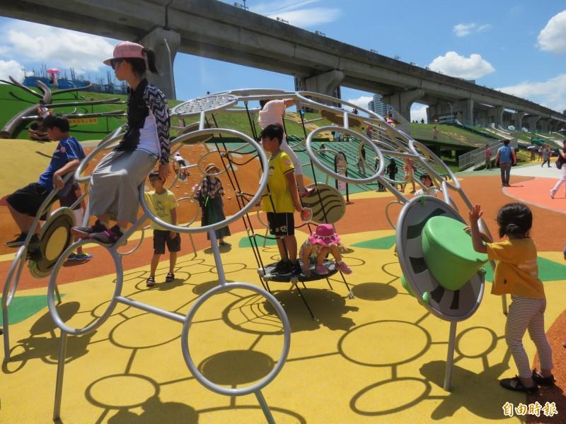 新北大都會公園「台灣特色動物」主題遊樂區今天啟用。(記者陳心瑜攝)