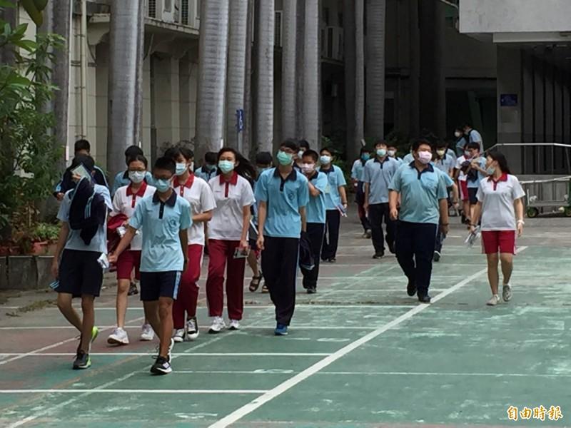 國中會考成績出爐,中一中、中女中估免試最低需91到92點。(記者蘇孟娟攝)