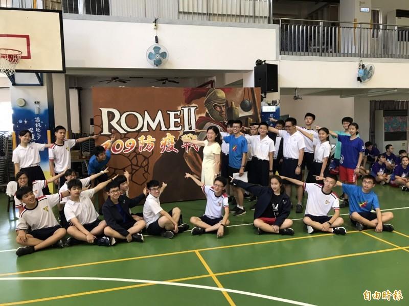 國中會考成績出爐,新竹市5A以上的學生有809人,學生表現優異,圖為各校5A以上的學生。(記者洪美秀攝)