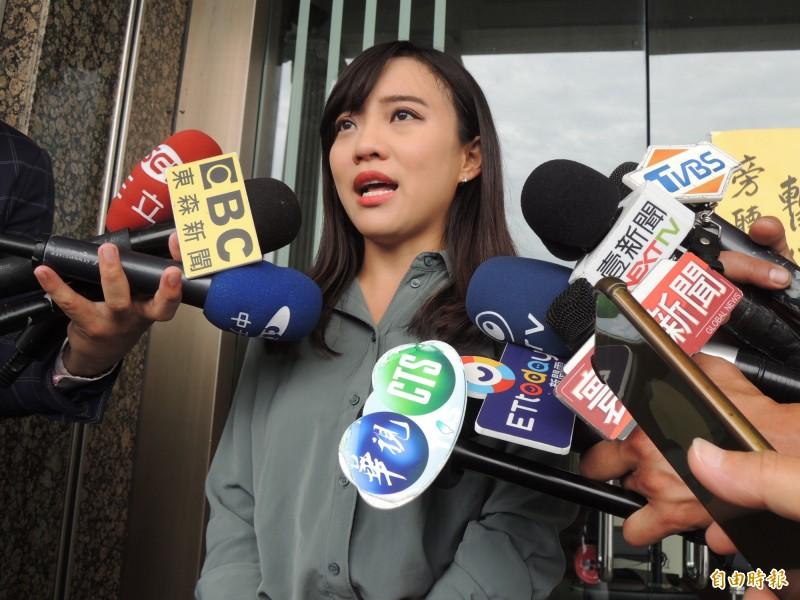 時代力量高市議員黃捷說明對韓粉發起報復式罷捷的看法。(記者王榮祥攝)