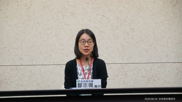 衛福部疾管署防疫醫師鄒宗珮說明中國新型豬流感。(疾管署提供)