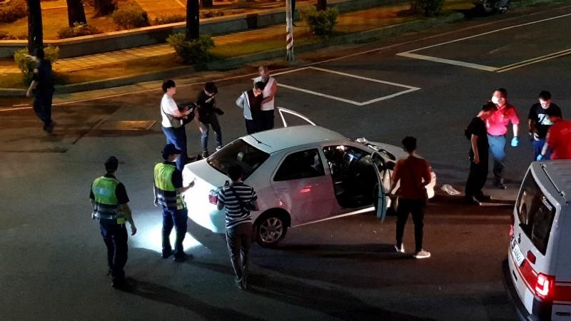 嘉義市警局警方逮捕毒販。(民眾提供)