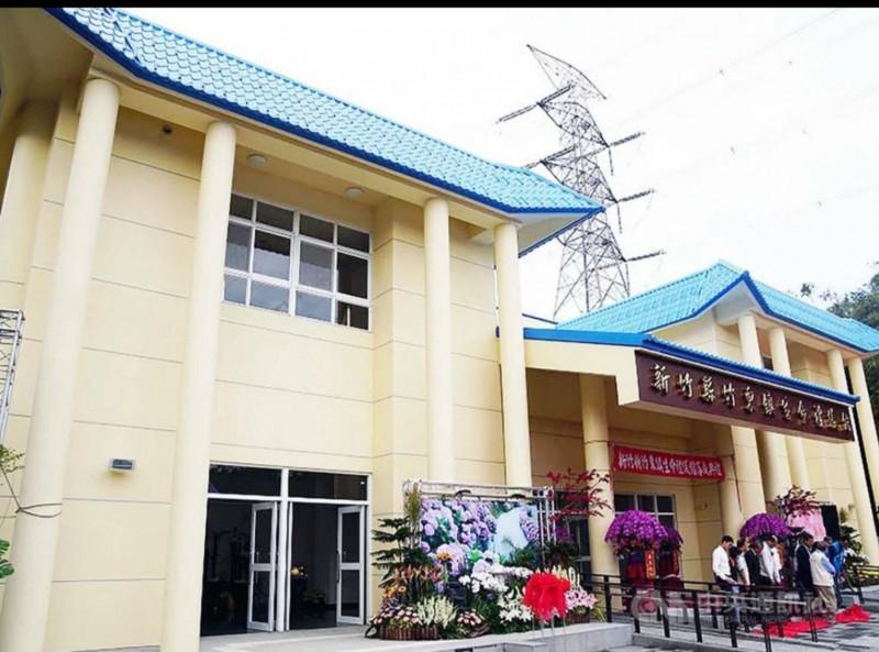 新竹縣竹東鎮生命禮儀館(殯儀館)去年底啟用,是全縣唯一的公立殯儀館。(圖由縣府提供)