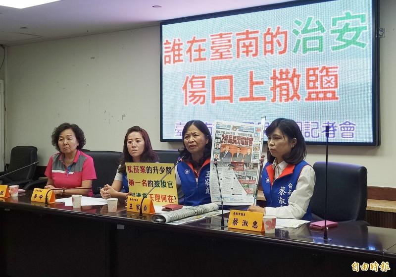 南市議會國民黨團召開記者會表態力挺台南市警局長周幼偉。(記者王姝琇攝)