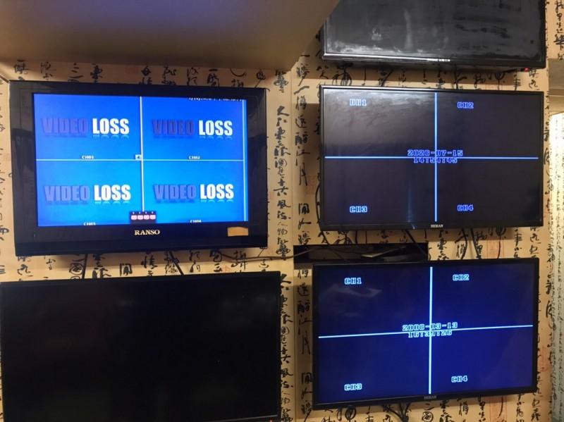 高市警局掃黃去「極樂高雄」污名!新興分局查獲男女全套性交易,並拆除多支監視器和設備。(記者黃良傑翻攝)