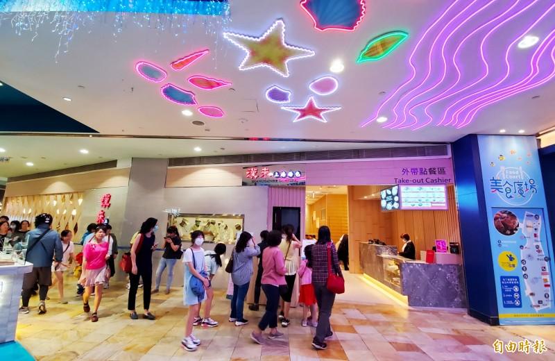 漢來美食小金雞「漢來上海湯包」看準夢時代購物廣場消費人群,插旗搶攻港都饕客味蕾。(記者張忠義攝)