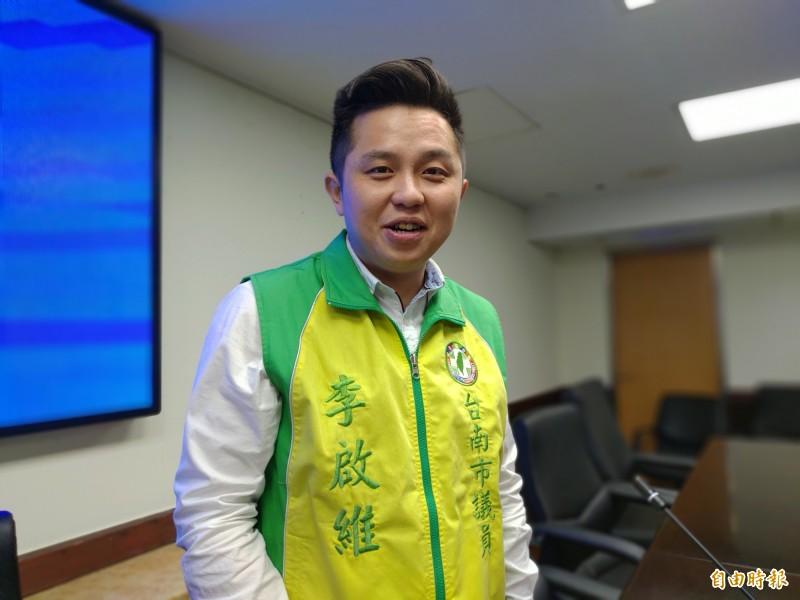 南市議員李啟維表示,若為尊敬孫文,他的銅像下方應刻「我支持台獨」,這樣在台灣紀念他才有意義。(記者蔡文居攝)