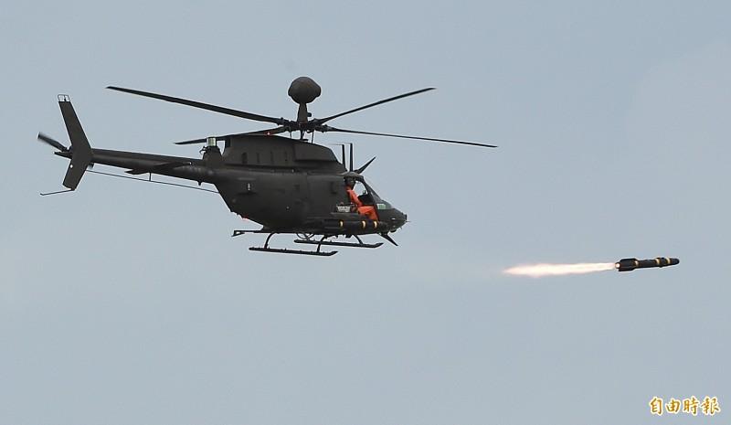 OH–58D「奇歐瓦」戰搜直升機發射地獄火飛彈 。(記者廖振輝攝)