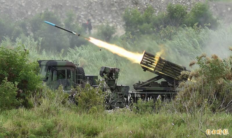 陸軍雷霆2000多管火箭發射。(記者廖振輝攝)