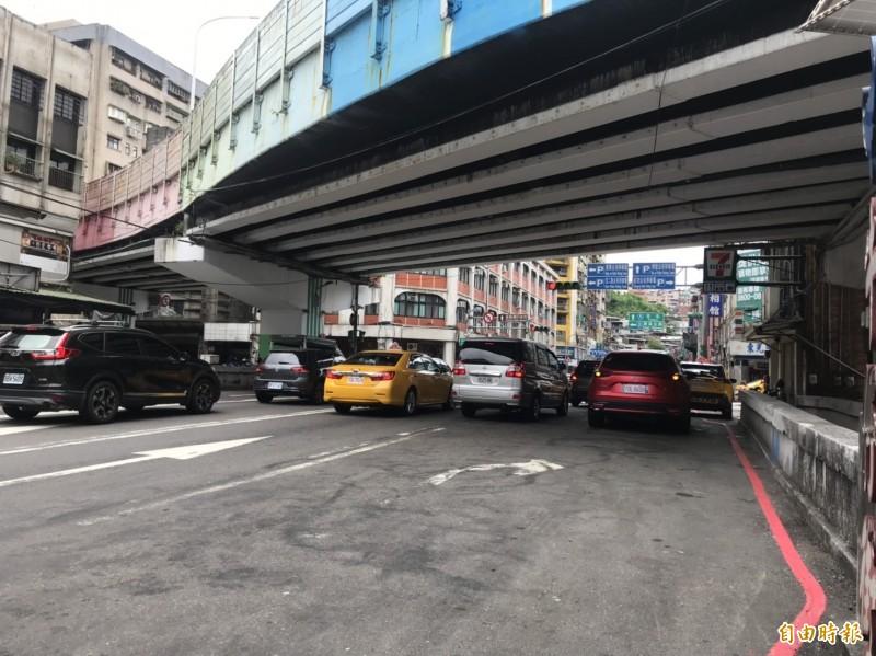 基隆市仁愛橋劣化速度加快,市府爭取到內政部營建署6000萬元補助改建。(記者林欣漢攝)