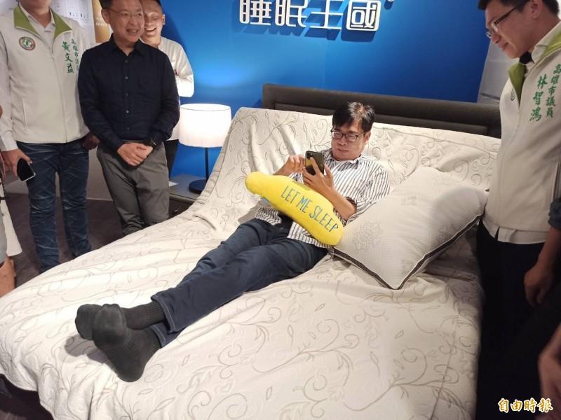 民進黨高雄市長候選人陳其邁自曝為了拚選戰,一天睡不到5小時。(記者黃佳琳攝)
