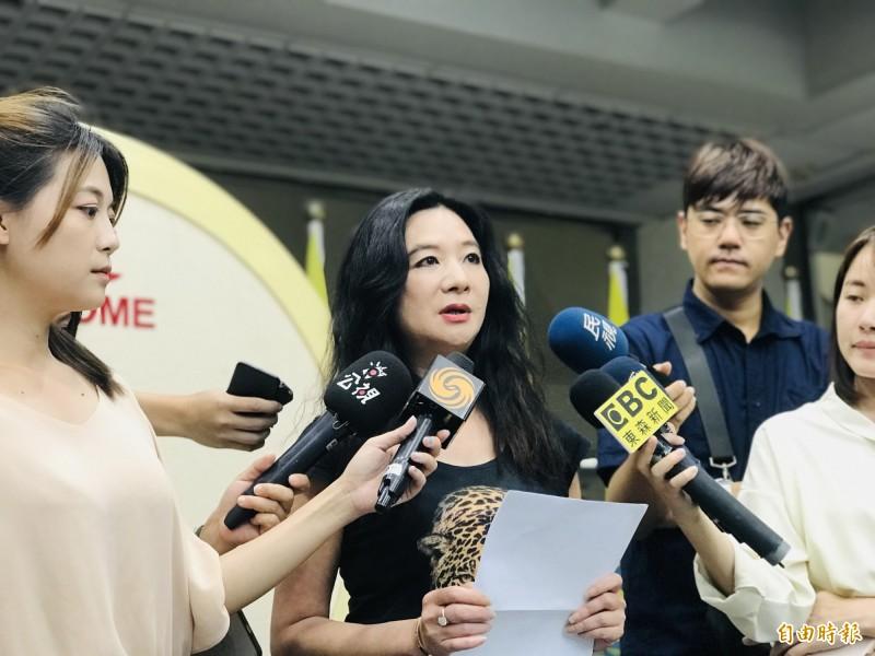 台北市議員應曉薇說,錢櫃受害者在得知北市府人員爆收出賄的第一時間相當憤怒。(記者蔡思培攝)