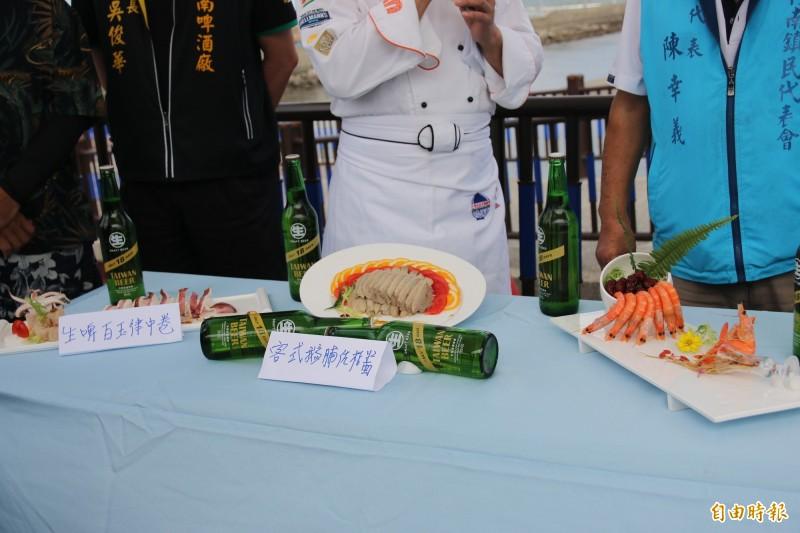 8月1日晚間由名廚邱志義以在地新鮮海產,推出創意佳肴大宴千人。(記者鄭名翔攝)