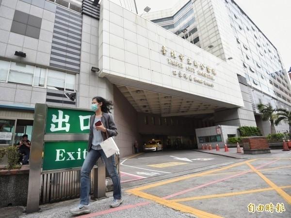 台北市立聯合醫院8月6日起恢復實施入院民眾實名制及門禁管制。(資料照)