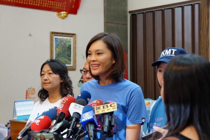 台灣基進發起「選票不給變鈔票」,不讓李眉蓁領到選舉補助款。(記者葛祐豪翻攝)