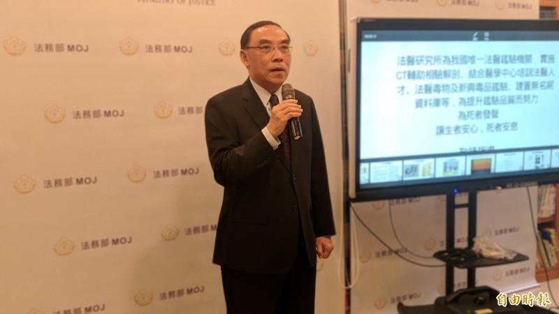 法務部長蔡清祥為了更生人全台跑透透,行銷更生商家商品。(資料照)