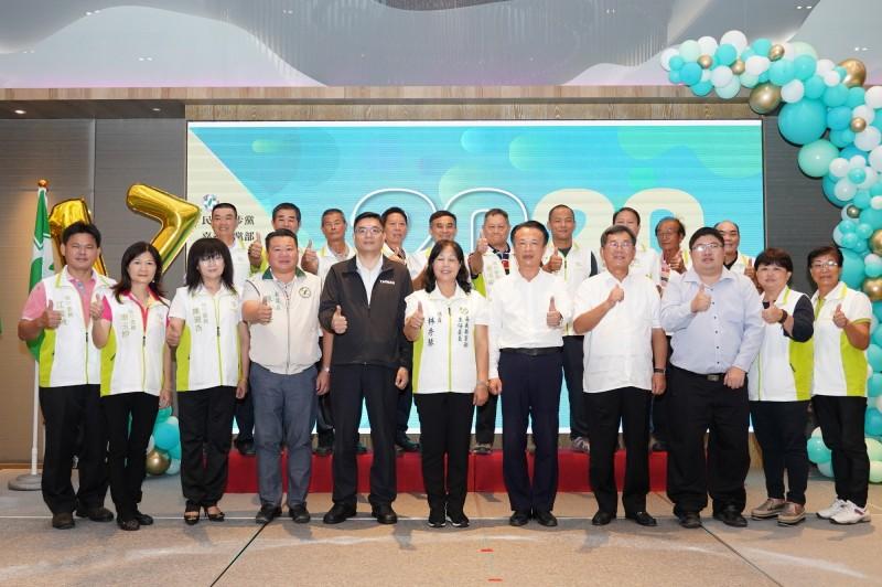 民進黨嘉義縣黨部今天進行新任主委林秀琴與16位執行委員、9位評議委員宣示就職就職儀式。 (民進黨嘉縣黨部提供)