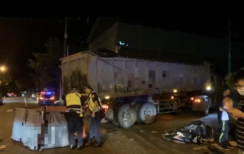 警方到場處理並調查車禍原因。(記者江志雄翻攝)