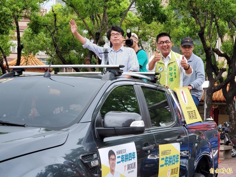 國民黨今再提反貪腐,陳其邁表示將籌組高雄隊,不分黨派、在地優先,清廉是最基本的要求,全力為市民服務。(記者陳文嬋攝)