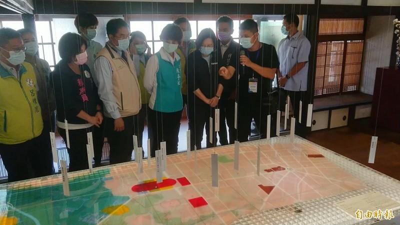 總統蔡英文參訪水交社文化園區歷史館。(記者洪瑞琴攝)