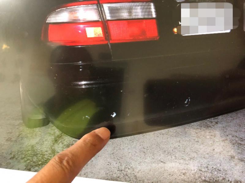 歸仁警方昨晚接獲民眾110報案,指稱在台39線與一輛自小客車發生車禍,而對方肇事逃逸,經查證才發現與永康西埔一街酒駕車禍案為同一輛車。(記者萬于甄翻攝)