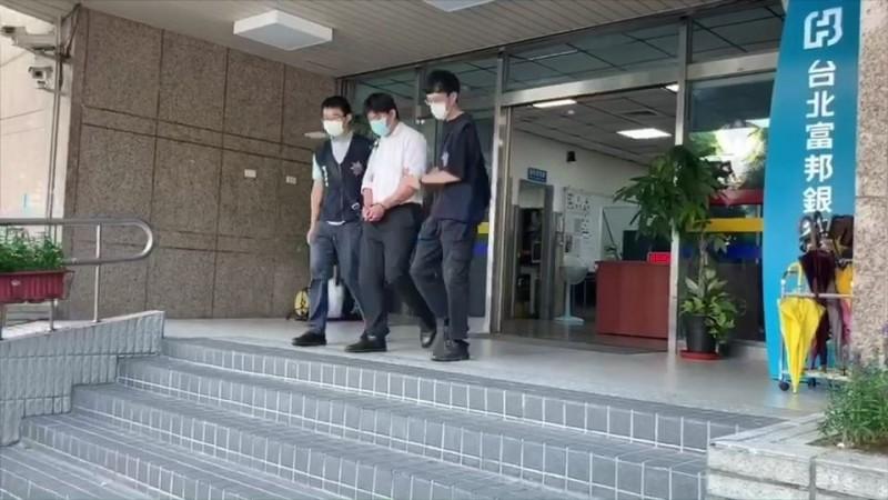 羅男被依傷害罪現行犯移送檢方偵辦。(記者姚岳宏翻攝)