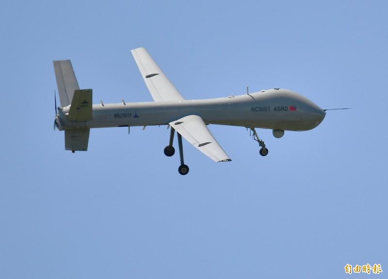 「騰雲」無人機升空後,測試中、低空各項性能。(記者游太郎攝)