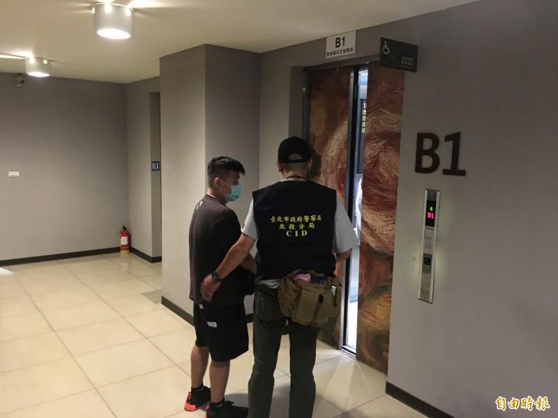 黃鴻升的經紀人也到二殯配合檢警調查。(記者姚岳宏攝)