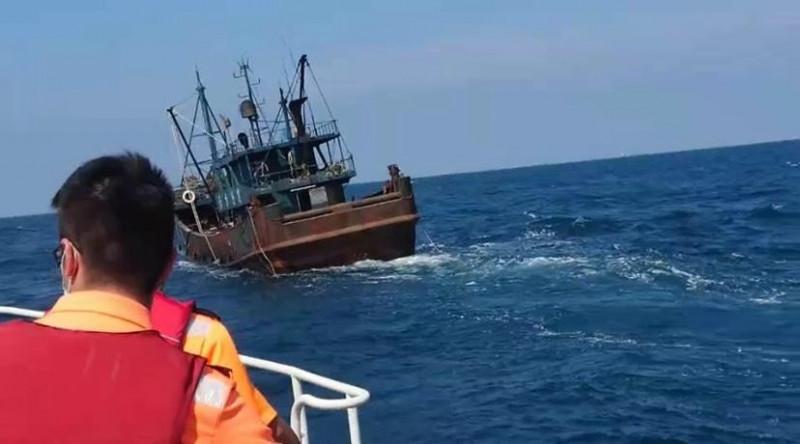 澎湖海巡隊自辦護永專案,追緝越界中國漁船。(澎湖海巡隊提供)