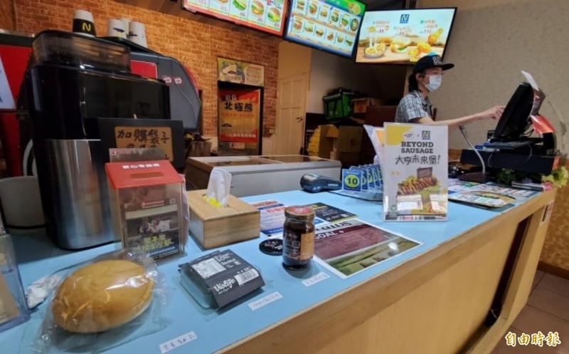 扭登和餐廳內部環境髒亂未改善,高雄衛生局裁罰6萬元。(記者陳文嬋攝)