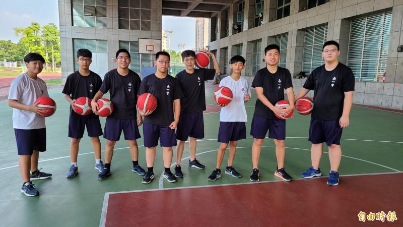 台南一中高一語資班只有9名學生,校務會議通過明年停辦,校方已向國教署提出申請。(記者劉婉君攝)