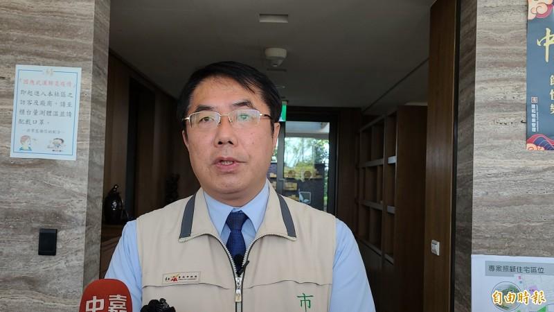 民進黨副祕書長林飛㠶在臉書向台南市長黃偉哲喊話,黃偉哲表示,尊重各界的意見。(記者劉婉君攝)