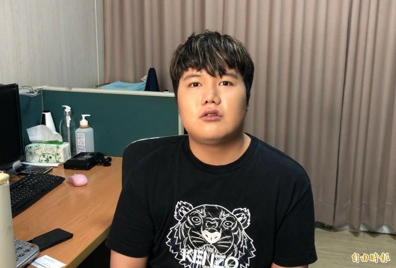網紅電商「麥克風少年」蘇友謙積欠藝人陳冠霖代言費,但不滿對方直接到他的臉書留言。(記者許麗娟攝)