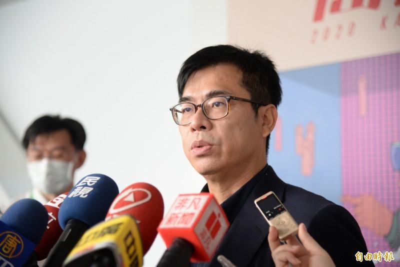 高雄市長陳其邁對包機無法進入香港飛航情報區一事,認為港方應說明清楚。(記者許麗娟攝)