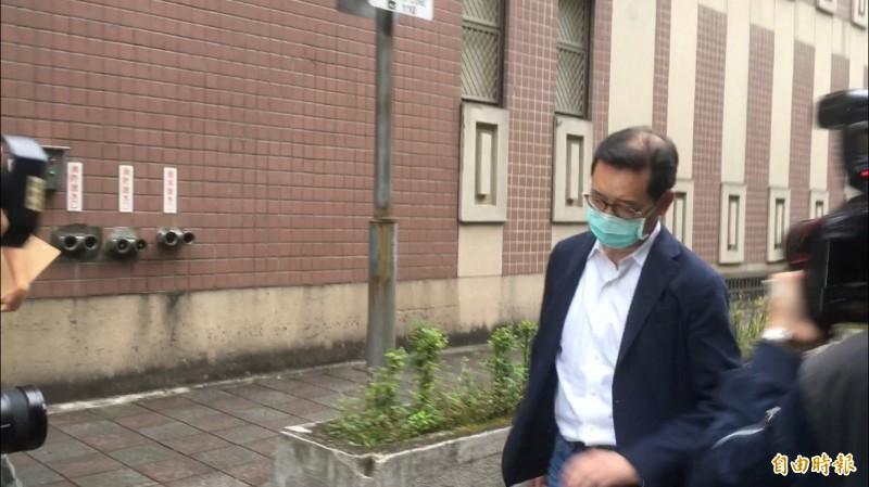 立委集體收賄案關鍵中間人郭克銘,今到台北地院開庭,訊後快步離開法院。(記者張文川攝)