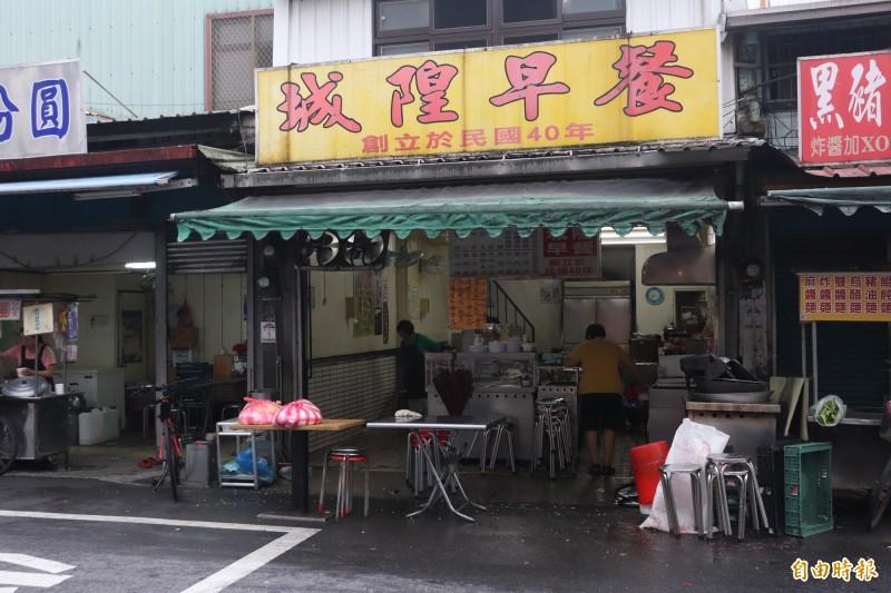 在宜蘭市經營超過一甲子的城隍早餐店,是宜蘭縣內的早餐名店。(記者林敬倫攝)