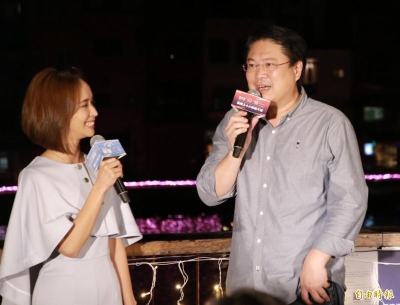 基隆市長林右昌(右)說,光雕是新嘗試,明年有機會成為經常性展演。(記者林欣漢攝)