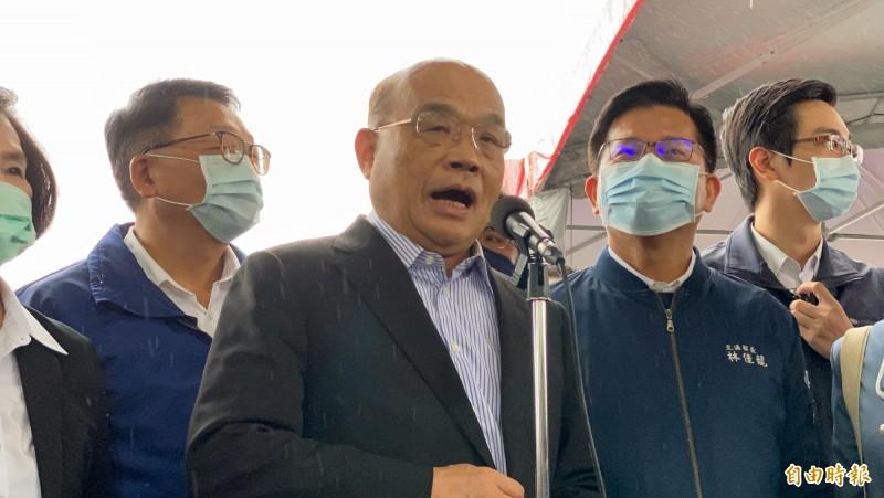 行政院長蘇貞昌針對疫苗暫緩施打一事,向國人道歉。(記者蔡昀容攝)