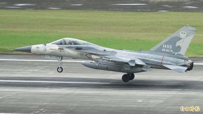 台南第一聯隊的IDF戰機,參賽進駐花蓮基地時,左翼翼尖即已掛載天劍一型飛彈。(記者游太郎攝)