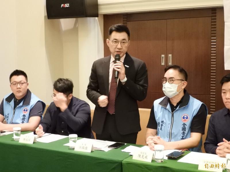 國民黨主席江啟臣今天與青工會座談,針對20至29歲年輕人對國民黨好感度激增,他認為「年輕人不是鐵板一塊」。(記者葛祐豪攝)