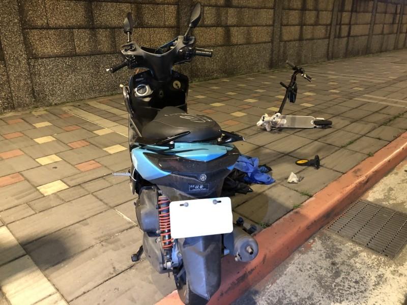 台北市南港區市民大道7段發生機車撞電動滑板車死亡車禍。(記者姚岳宏翻攝)
