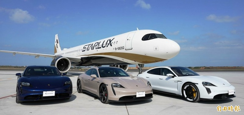桃園機場史無前例的「機、車面對面活動」。(記者姚介修攝)