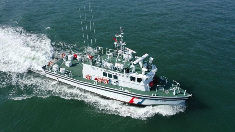 海巡署新造的35噸級PP-3587巡防艇,今天下午航抵蘇澳港。(記者江志雄翻攝)