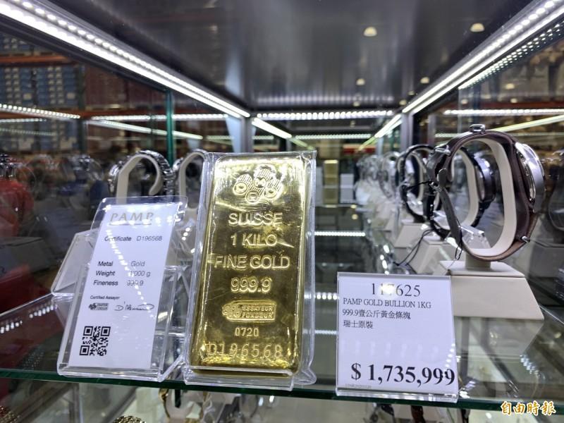 好市多北台中分店開幕獨賣近180萬的1公斤金條。(記者蔡淑媛攝)
