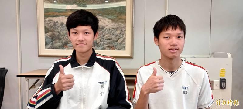 普通班林秉澍(左)、羅貫倫(右)皆為59級分。(記者丁偉杰攝)